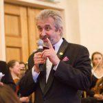 Симфонический оркестр выступил перед банкирами за музыкальные инструменты
