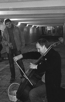 За выступление в подземном переходе Ярослав Судзиловский получил 1200 рублей. Фото - Захар Артемьев