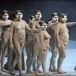 30 голых пенсионеров в опере Верди критикуют США