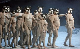 Сцена из новой постановки оперы «Бал-маскарад». Фото - DPA