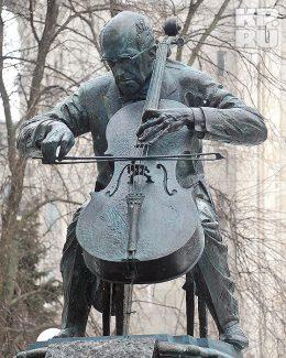 Памятник Мстиславу Ростроповичу