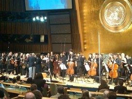 Ветеранам ВОВ и оркестру Спивакова устроили овацию в Генассамблее ООН