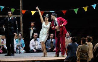 """Анна Нетребко и Эрвин Шротт на сцене Мариинского театра в спектакле """"Любовный напиток"""""""
