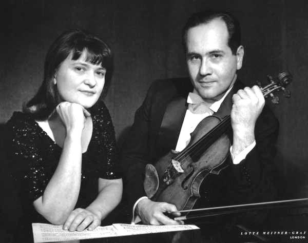 Одна из первых семейных фотографий – Наталия Зерцалова и Игорь Ойстрах, 1960-е гг. Семейный архив