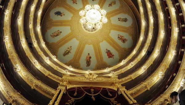 Люстра и потолок Большого театра