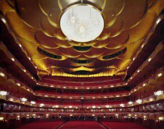 Метрополитен опера