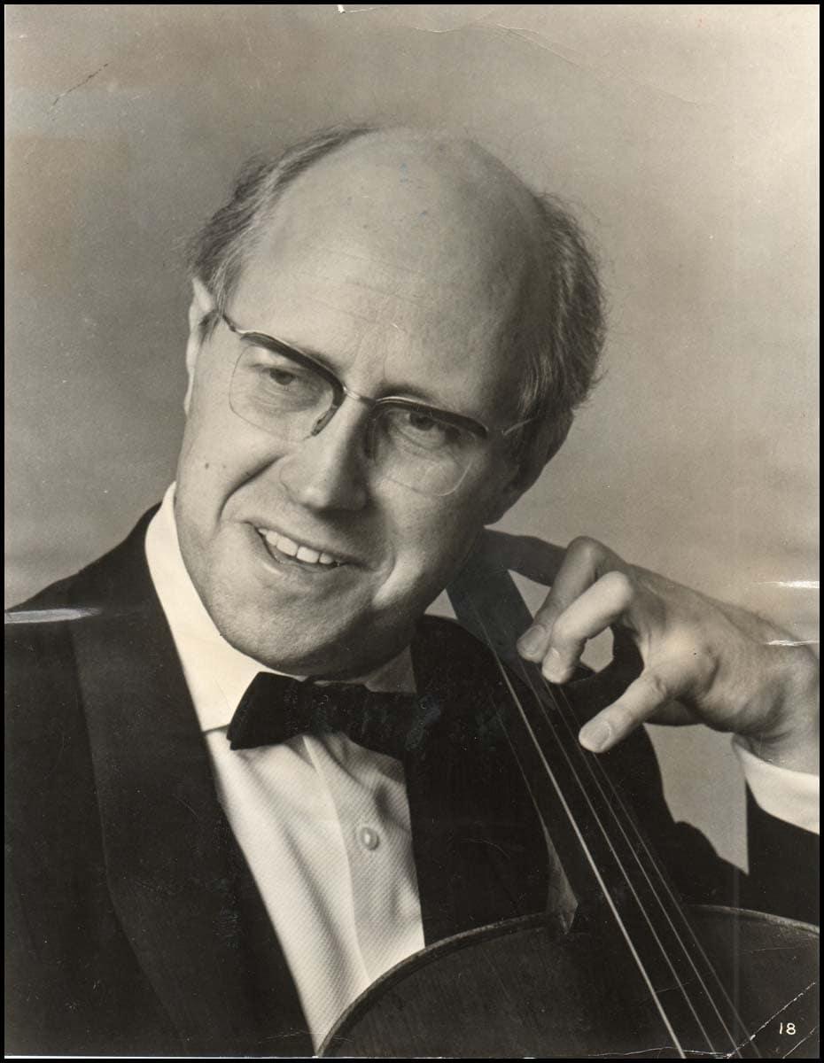 http://www.classicalmusicnews.ru/wp-content/uploads/2012/04/Rostropovich-Mstislav-Photograph0361.jpg