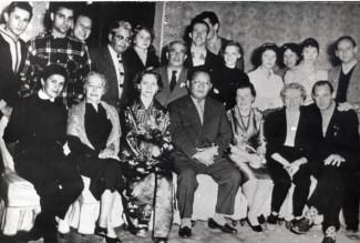 С артистами Большого театра на гастролях. Леон Закс – во втором ряду четвертый слева. 70-е годы.