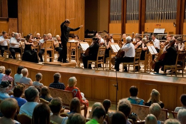 С новым дыханием в новый сезон: худрук Сочинского симфонического оркестра рассказал о планах коллектива.
