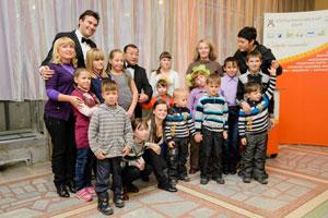 Участники концерта с воспитанниками детского дома
