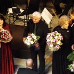 Цветы звездам гала-концерта. Фото PrimaMedia