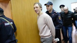 Павел Дмитриченко улыбается