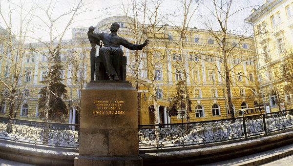 памятник Чайковскому народная песня