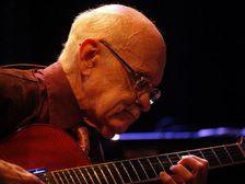 Скончался джазовый гитарист Джим Холл