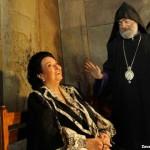 Монсеррат Кабалье с архиепископом Паргевом Мартиросяном. Фото – Завен Хачикян