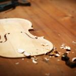 Заготовка для скрипки. Фото Oli Scarff/Getty Images