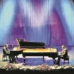 Дом музыки. «Джазовые импровизации» исполняют Даниил Крамер (слева) и Валерий Гроховский