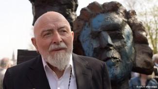 Маркус Люперц на открытии памятника