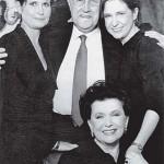 Мстислав Ростропович со своей супругой и дочерьми - Еленой и Ольгой. Фото из семейного архива