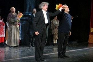 Александр Анисимов и Юрий Александров принимают поздравления. Фото: Ирина Чечурина/РГ