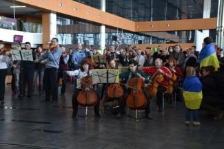 В донецком аэропорту симфонический оркестр исполнил гимн Евросоюза