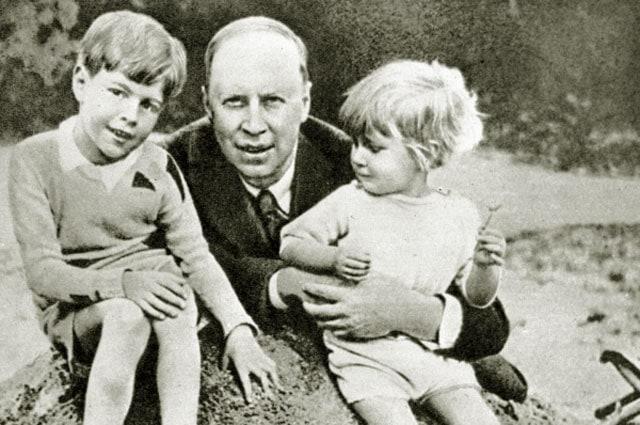 Сергей Прокофьев с сыновьями Святославом и Олегом, 1930 год. Фото - РИА Новости