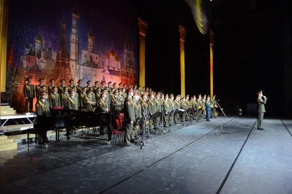 «Вежливые люди» добрались до Москвы. Фото - Павел Баранов/Известия