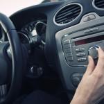 Эксперты рассказали, какая музыка помогает вести машину