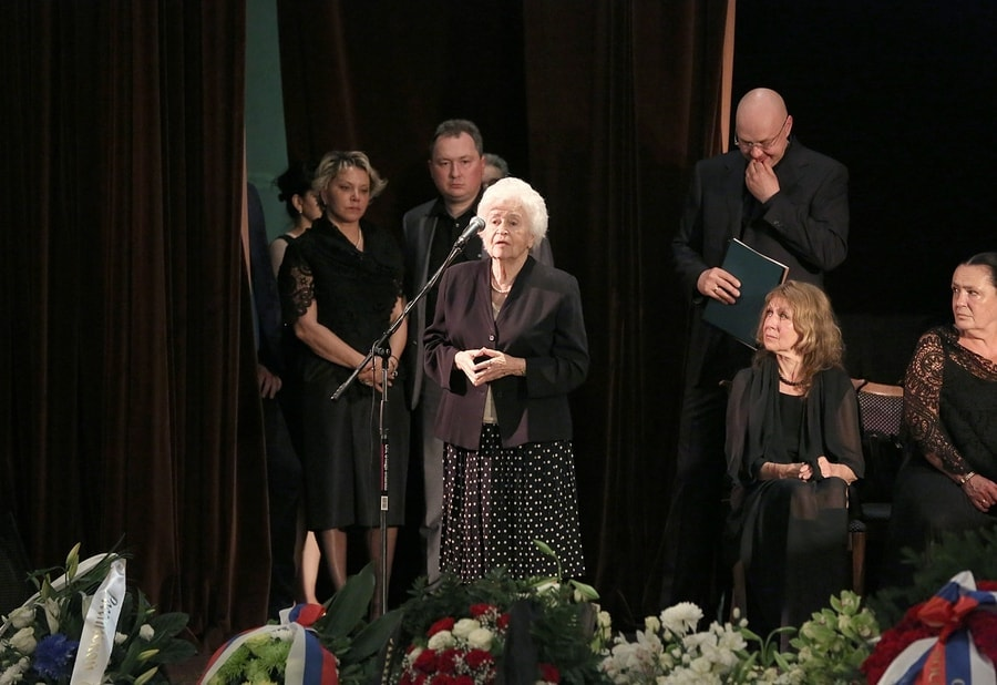 Ирина Антонова на прощании со Святославом Бэлзой