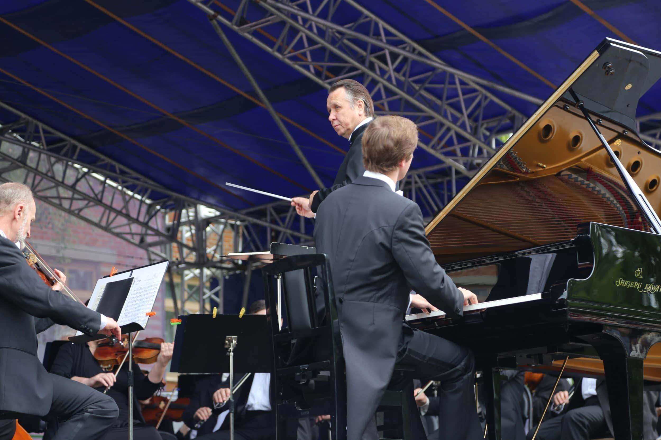 Михаил Плетнев и Николай Луганский на сцене фестиваля Рахманинова в Ивановке