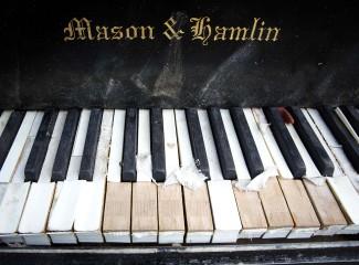 Клавиатура всплывшего рояля
