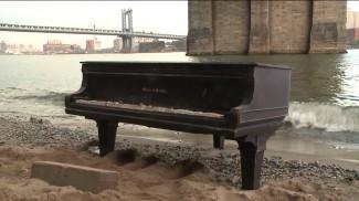 Рояль под Бруклинским мостом