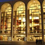 Интерьер Метрополитен-оперы в Нью-Йорке пострадал от рук вандалов