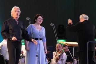 Оперные шедевры прозвучали в исполнении Дмитрия Хворостовского и Хиблы Герзмавы. Фото: Олег Прасолов/ РГ