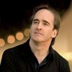 Генеральный директор Оперы Лос-Анджелеса Пласидо Доминго объявил о продлении контракта с дирижером Джеймсом Конлоном