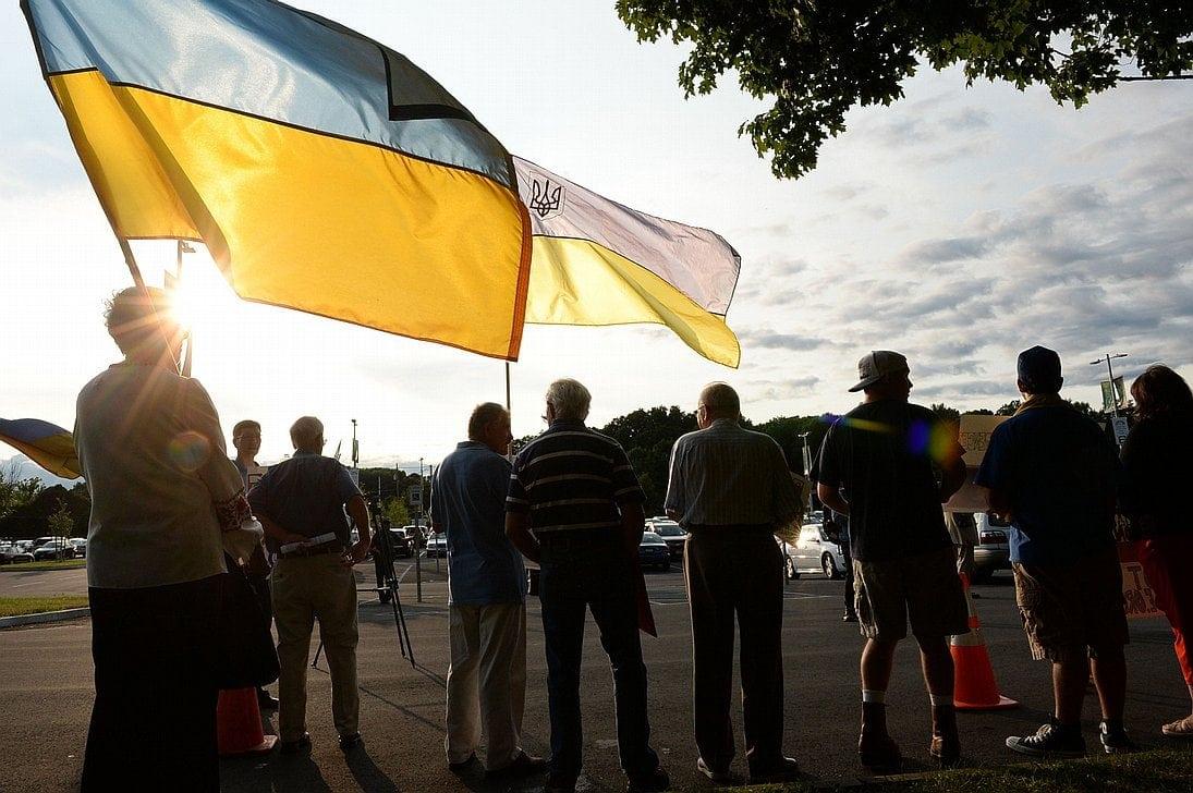 Акция проукраинских активистов перед спектаклем Большого театра в Саратоге (США)