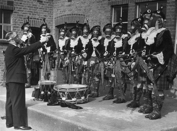 2 сентября 1941, Великобритания. Оркестр девушек-волынщиц