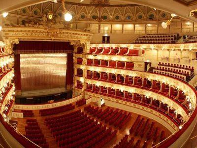 Театр Петруцелли