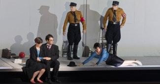 Мировая премьера оперы про погибшую в газовой камере художницу Шарлотту Саломон. © Salzburger Festspiele / Ruth Walz
