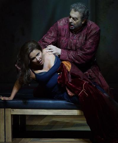 Анна Нетребко и Пласидо Доминго на генеральной репетиции оперы «Трубадур»