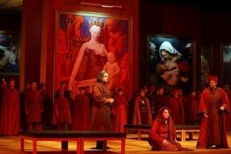 Фрагмент представления оперы «Трубадур» (2014). Фото - C Salzburger Festspiele / Forster
