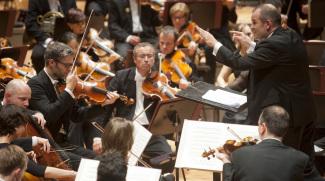 Франсуа Ксавье-Рот и Симфонический оркестр Баден-Бадена и Фрайбурга (SWR) на фестивале Musikfest Berlin. Фото - Kai Bienert