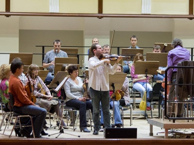 Леонард Шрайбер готовится играть Бетховена с омским оркестром