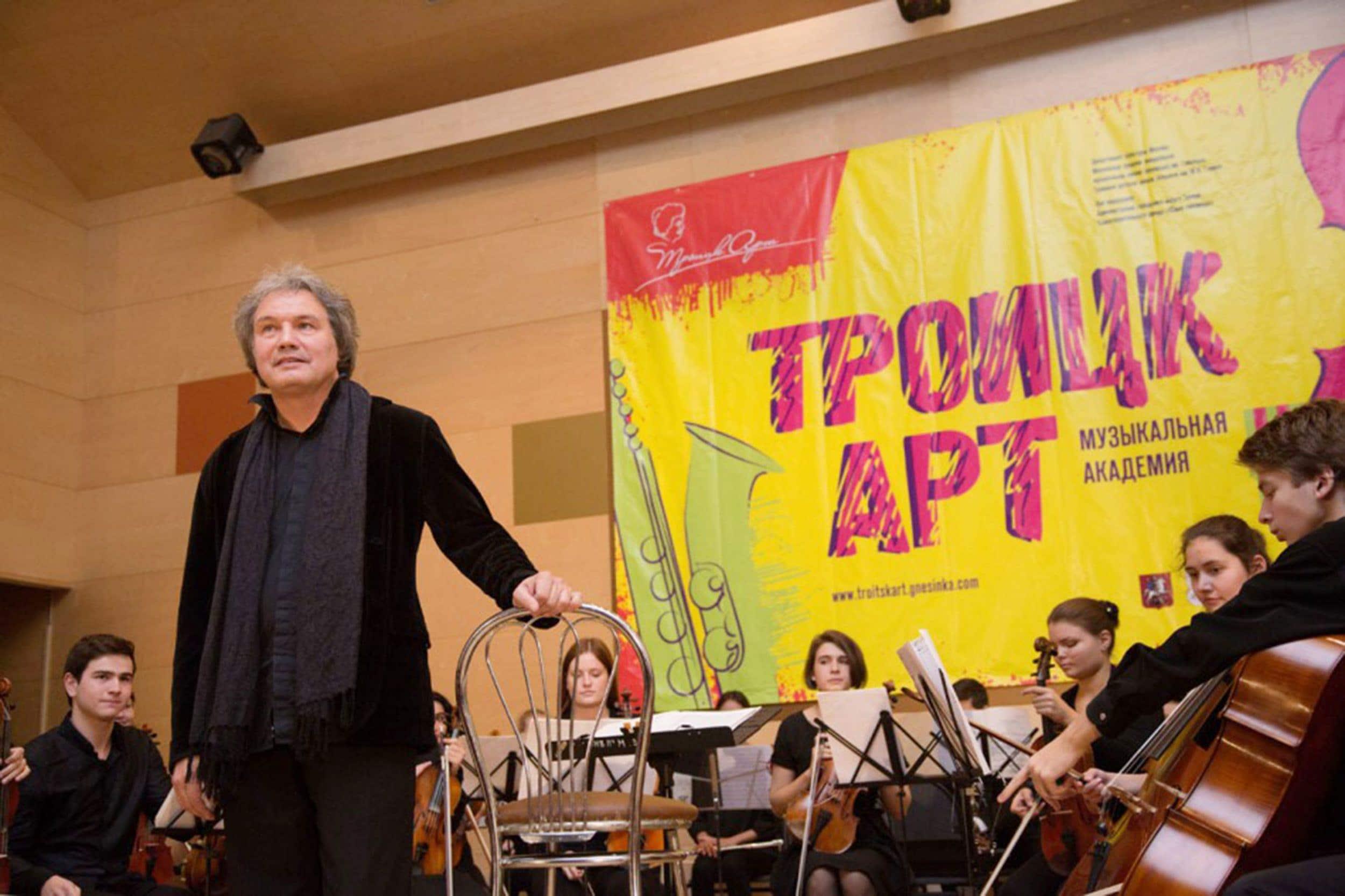 http://www.classicalmusicnews.ru/wp-content/uploads/2014/09/Mihail-Hohlov.jpg