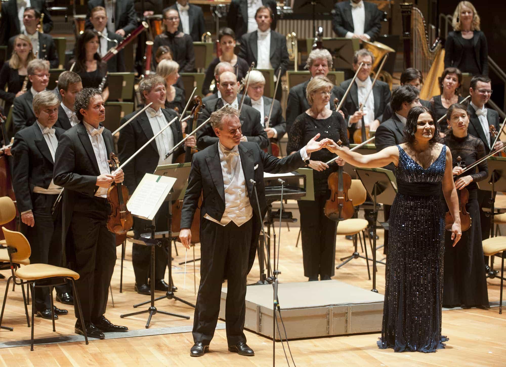 Джонатан Нотт, Гения Кюмайер, Бамбергский симфонический оркестр. Фото - Kai Bienert