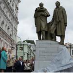 В центре Москвы открыли памятник Станиславскому и Немировичу-Данченко