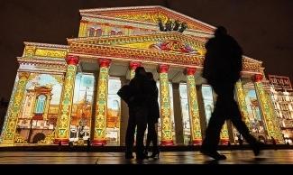 "Фестиваль ""Круг света"", фасад Большого театра. Фото - Евгений Гурко"