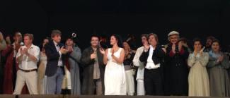 Финальный поклон на сцене Гранд-театра Тяньцзиня