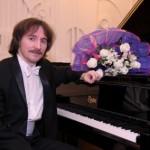 Перед тольяттинцами выступит пианист Евгений Михайлов