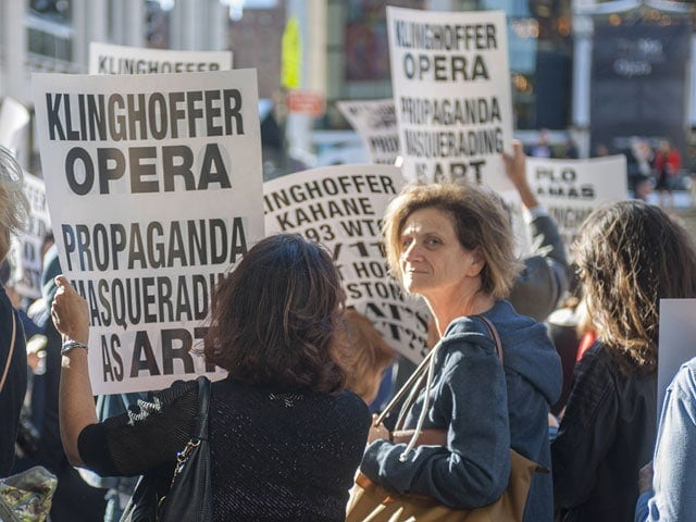 Несколько сотен жителей Нью-Йорка намерены устроить пикет у Метрополитен-оперы